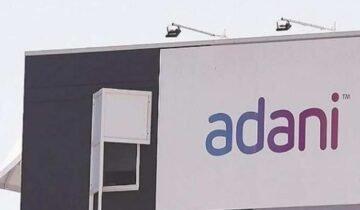 मुंबई एयरपोर्ट पर अडानी का नाम देख भड़के शिवसेना कार्यकर्ता, कर दी तोड़-फोड़